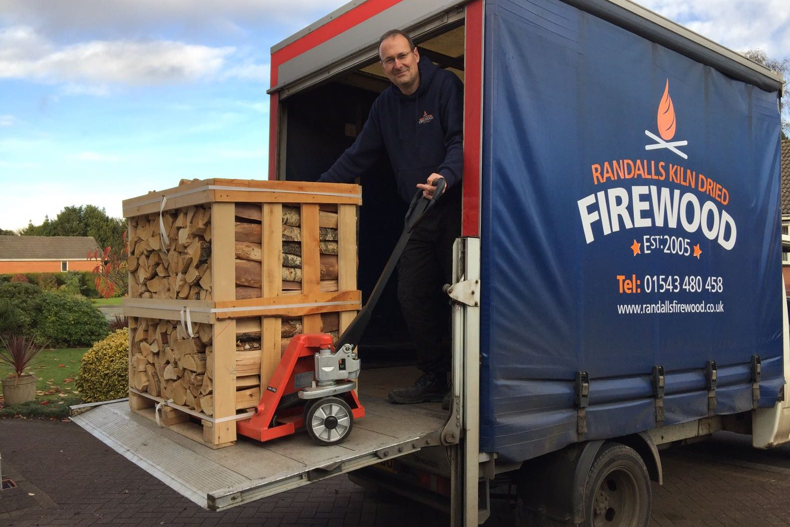 Randalls Kiln Dried Logs in Shenstone